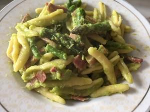 Pasta con spek e punte di asparagi