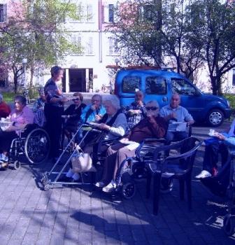 Aspettando Pasqua con gli anziani