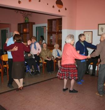"Cantando e ballando con i nostri ""vecchi"" amici"