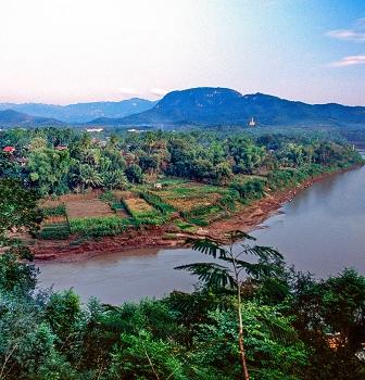 RENDEZ VOUS: Laos e Angkor, tra i mangiatori di fiori di loto